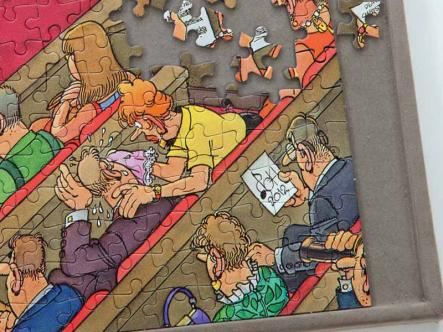 2000 piece puzzle Board - raised edge ensures no lost pieces